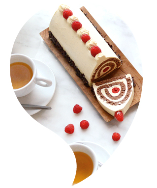 Bûche de Noël roulée chocolat et fruits rouges