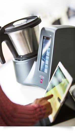 Robot connecté avec écran tactile, interface fluide et simple d'utilisation